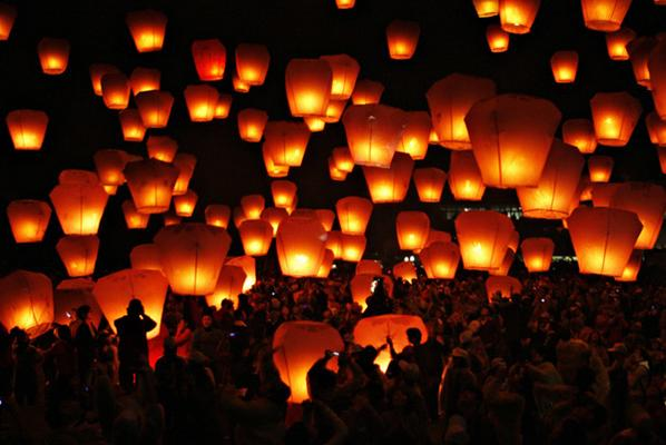 launching sky lanterns for your next night activity youth2change